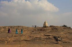 Segodnyashnij rasskaz pro hramy Hassana yavlyaetsya prodolzheniem serii otzyvov o poezdke v Karnataku. Nachalo povestvovaniya – poseshchenie stolicy shtata – goroda Bangalor.
