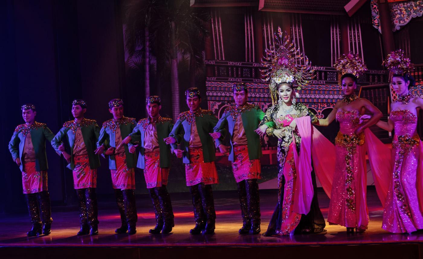 8. Пример съемки танцев на концерте на камеру Nikon D5100 со светосильным зумом Nikon 17-55mm f/2.8G. Настройки: 1/100, 2.8, 1600, 52.