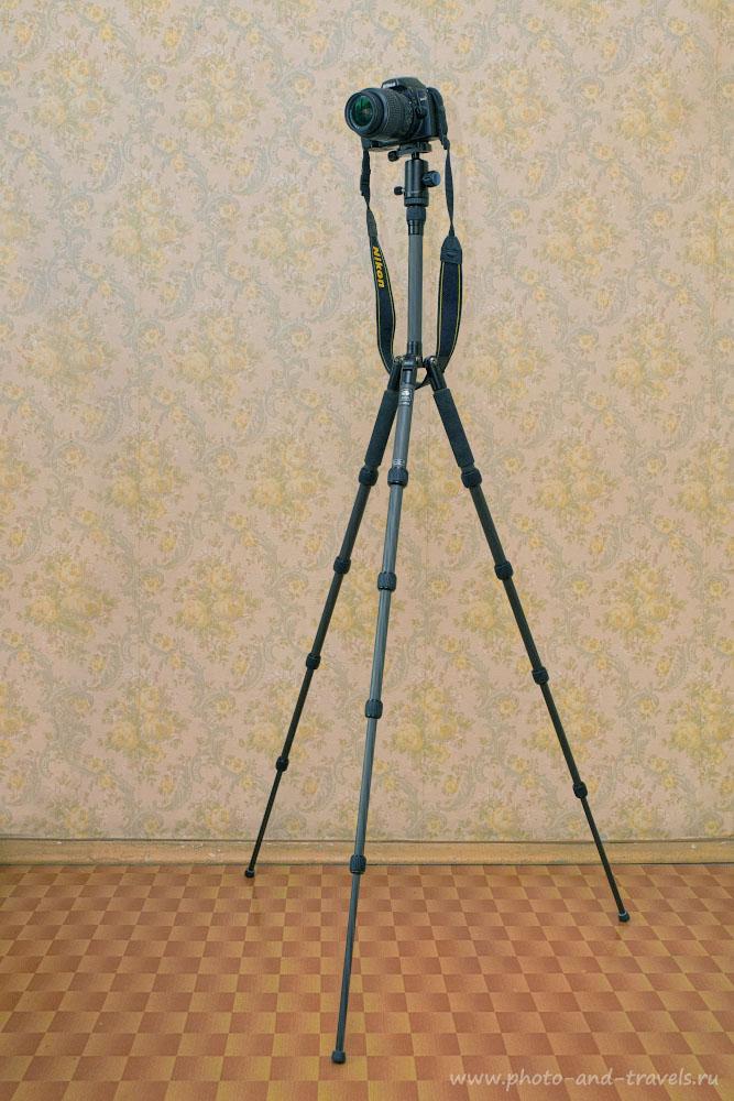 Фотография 13. Компактный и легкий штатив Sirui T-025Х с установленной на него зеркальной камерой Nikon D40.