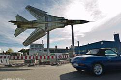 Muzej avtomobilej i voennoj tehniki v gorode Zinshajm. Rekonstrukcii interesnyh ob#ektov