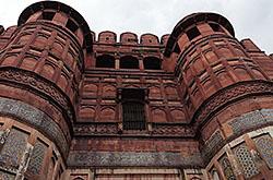 Prodolzhenie rasskaza ob ekskursii v Krasnyi fort Agry Progulka po territorii SHikarnye vidy na Tadzh-Makhal Posmotrite samye znamenitye dostoprimechatelnosti Indii.