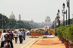 Pervaja tochka na marshrute puteshestvija po Zolotomu treugol'niku Indii – gorod Deli. Fotografii s jekskursii k kompleksu pravitel'stvennyh zdanij i mecheti Kutb-Minar .