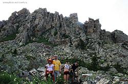 Nachalo puteshestviia po Taganaiu Karta so skhemoi marshrutov po Verkhnei i Nizhnei trope Sovety turistam Gora Otkliknoi greben i Bolshaia kamennaia reka.