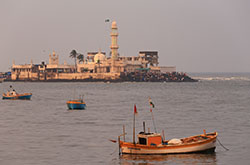 Nachalo rasskaza ob otdyhe v Indii v nesezon, v oktjabre 2015 goda. Otzyv o samostojatel'noj jekskursii po Mumbai. Poseshhenie mest, opisannyh v romane Shantaram.