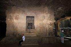 Otzyv Mihaila SHmakova ob ehkskursii na ostrov EHlefanta v Mumbai. Tam mozhno posetit' peshchery s drevnimi hramami, posvyashchennymi bogu SHive.