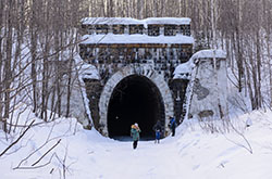 Zabroshennyi Didinskii tonnel tozhe simpatichnoe podzemele kuda mozhno otpravitsia na vykhodnye Karta so skhemoi kak dobratsia iz Ekaterinburga.