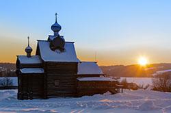 Nekotorye dereviannye tserkvi udalos spasti Oni razmeshcheny v muzee dereviannogo zodchestva KHokhlovka k severu ot Permi Otzyv ob ekskursii.