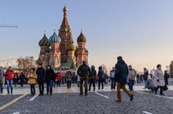 Esli vy dobiraetes v Sochi cherez Moskvu vozmozhno zainteresuet karta marshruta i opisanie kakie interesnye mesta mozhno posmotret v stolitse za poldnia Kak dobratsia v tsentr nedorogo.