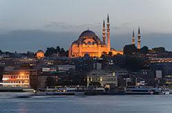 Na kakie ehkskursii mozhno uspet' v Stambule, esli v rasporyazhenii u vas lish' odin vecher. Skhema raspolozheniya glavnyh dostoprimechatel'nostej goroda. Opisanie, kak dobrat'sya iz aehroporta.