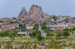 Kak doekhat' v neveroyatno krasivyj region Turcii – v Kappadokiyu. Fotografii so smotrovyh ploshchadok v poselke Gyoreme, iz kotorogo nachinaetsya bol'shinstvo ehkskursij po dolinam v ehtoj mestnosti.