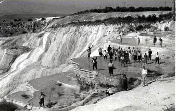 31. Столпотворение туристов на террасах в 1961 году.