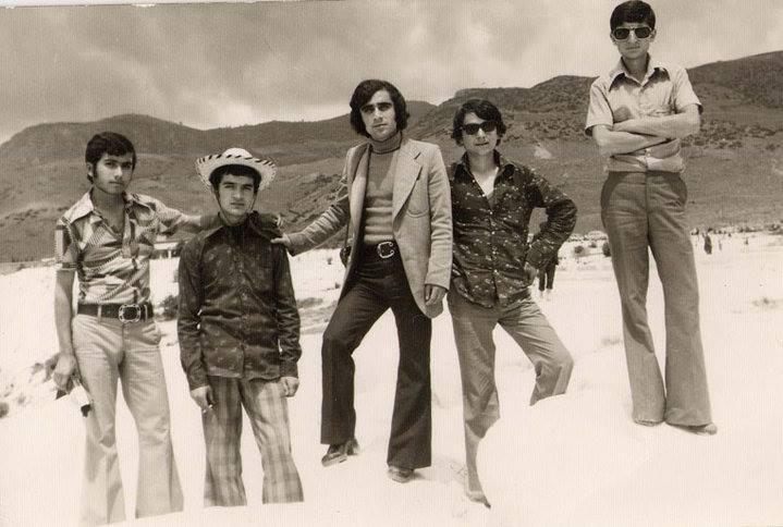 36. Судя по брюкам-клёш и прическам, эти туристы сфотографировались в 1980-е?
