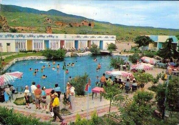 34. В более позднее время бассейн Клеопатры и амфитеатр.