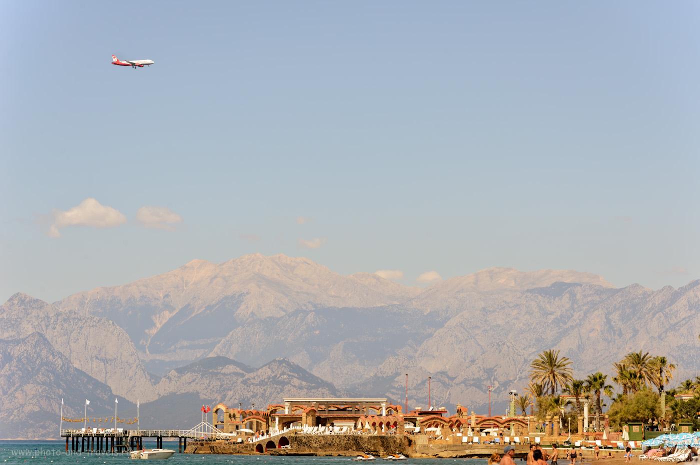 Фото 6. Самолет идет на посадку в аэропорт Анталии. Снято во время отдыха в Турции на пляже Лара. 1/640, +0.67, 8.0, 250, 140.