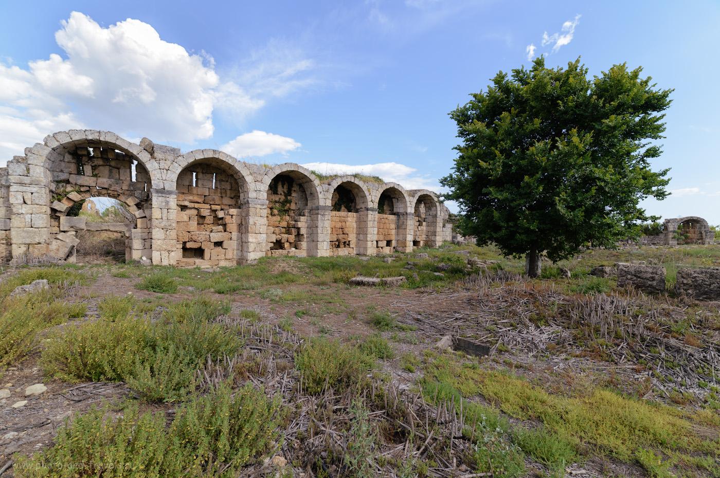 Фотография 22. Руины в Перге. Отчеты о поездке на экскурсии недалеко от Анталии. Как поехать в Турцию самостоятельно на отдых и какие достопримечательности можно посмотрет. 1/125, 8.0, 100, -0.67, 14.