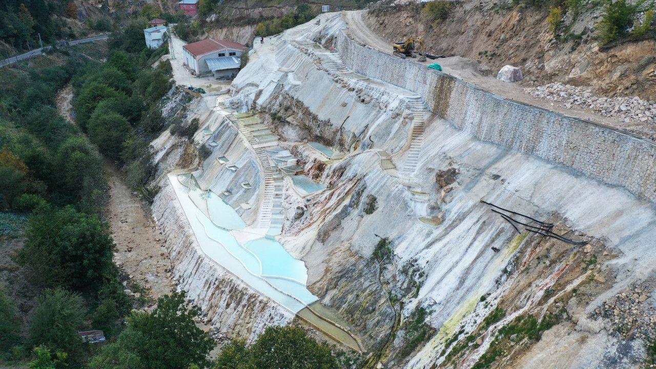40. Вот как выглядят травертиновые террасы Гёксу (Göksu travertenleri), аналог Памуккале у побережья Черного моря на стадии строителства.