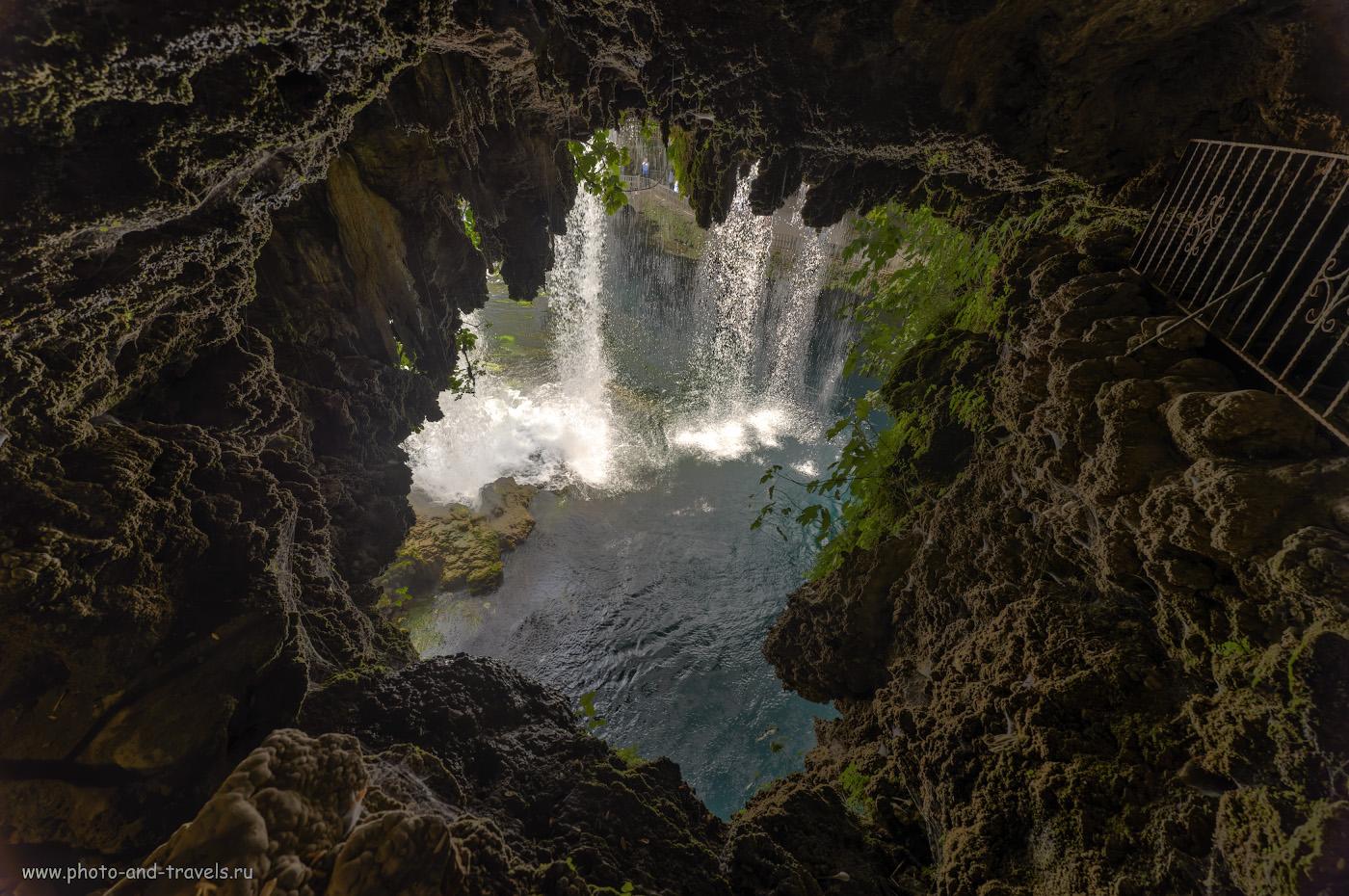 Фотография 12. Вид на Верхний Дюденский водопад со стороны грота. Экскурсии по интересным местам в Анталии. Отчеты туристов об отдыхе в Турции дикарями. HDR из 3-х кадров. Снято на Nikon D610 со сверхширокоугольным объективом Samayng 14mm f/2.8 с использованием карбонового штатива Sirui T2204X-G20KX.