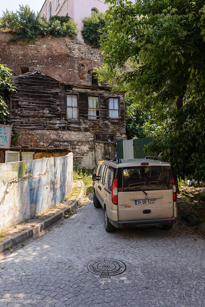 Фотография 17. Старое и новое в двориках Стамбула. 1/320, -1.0, 8.0, 200, 29.