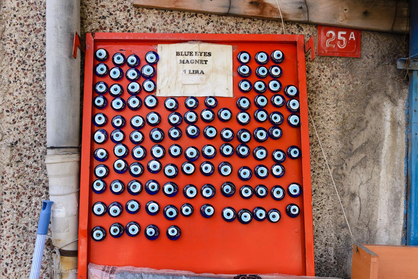 Фото 18. Амулет от сглаза «Назар Бонджук» (Nazar boncuk), глаз Фатимы. Отчет о прогулке по старым улицам Стамбула во время поездки в Турцию. 1/80, 8.0, 200, 32.