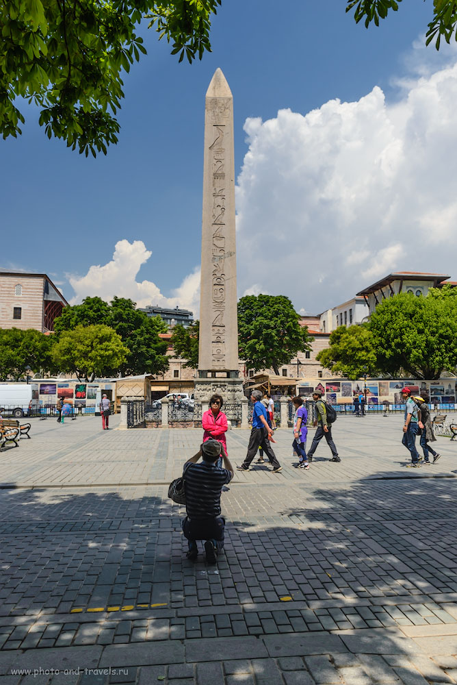 Фотография 21. Японские туристы у Египетского обелиска на площади Султанахмет в Стамбуле. Отзывы о поездке в Турцию. 1/400, -0.67, 8.0, 200, 24.