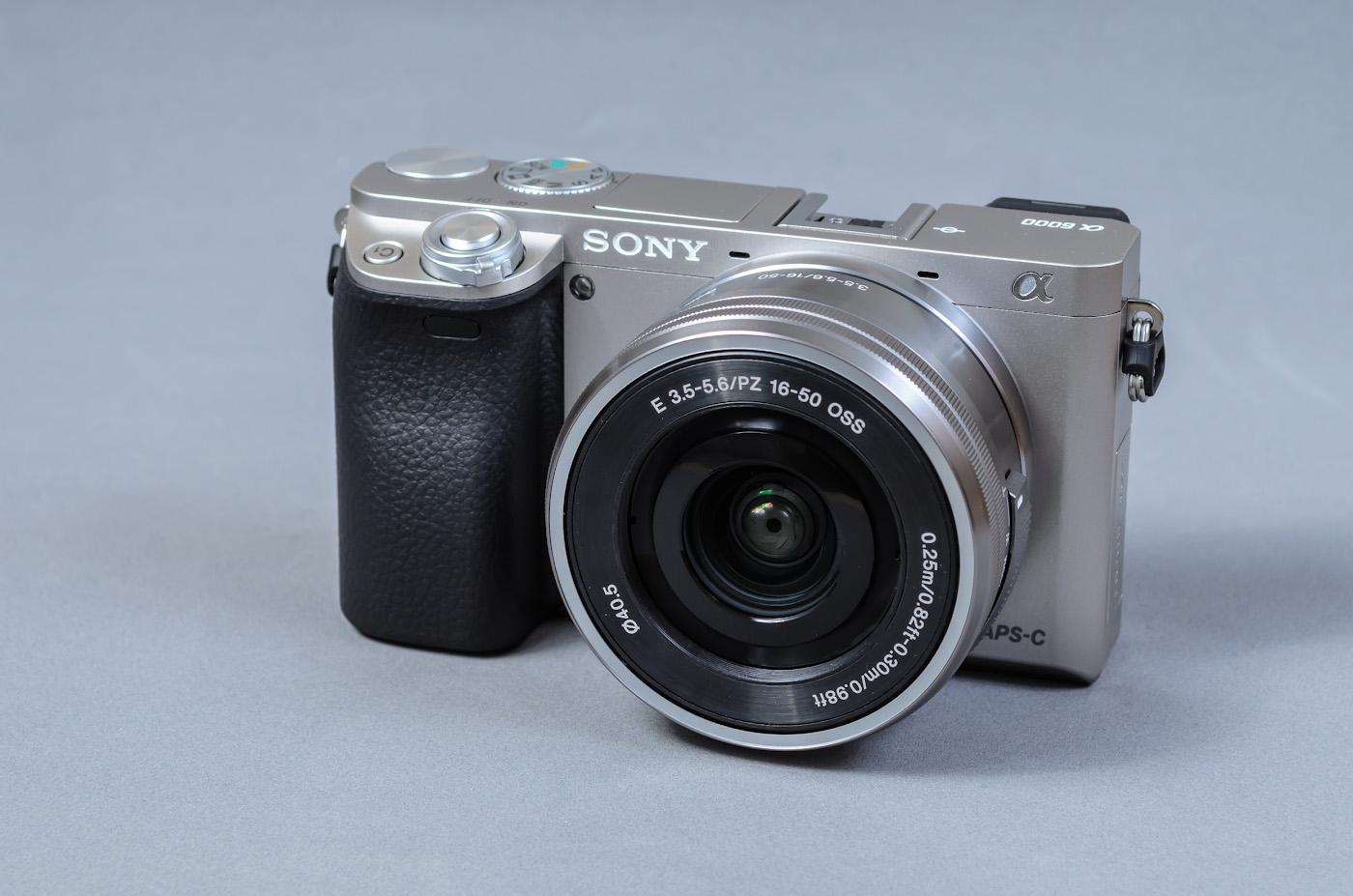 Уж очень долго я запрягал...  Но, по состоянию на 1 июня 2018 года конкурентов у Sony A6000 KIT 16-50mm f/3.5-5.6 по такой особенности, как малые габариты при достаточно высоком качестве картинки, так и не нашлось.