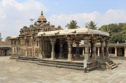 Poezdka v gorod KHassan v Karnatake Ekskursiia v khram Hoysaleshwara Temple Otchet o poseshchenii khrama KHoisaleshvara v KHalebide Velikolepnyi vodopda Dzhog Gerosoppa Falls.