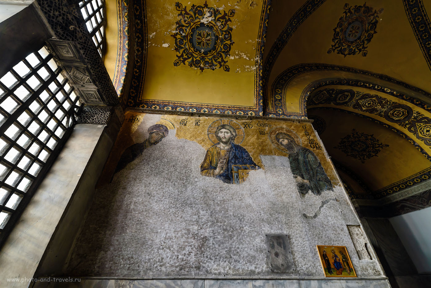 Фото 27. Мозаика «Деисус» (Дева Мария, Иисус и Иоан Предтеча) в Айя-Софии. Что успеть посмотреть в Стамбуле за несколько часов, если будет пересадка в Турции. 1/50, -1.0, 5.6, 640, 14.