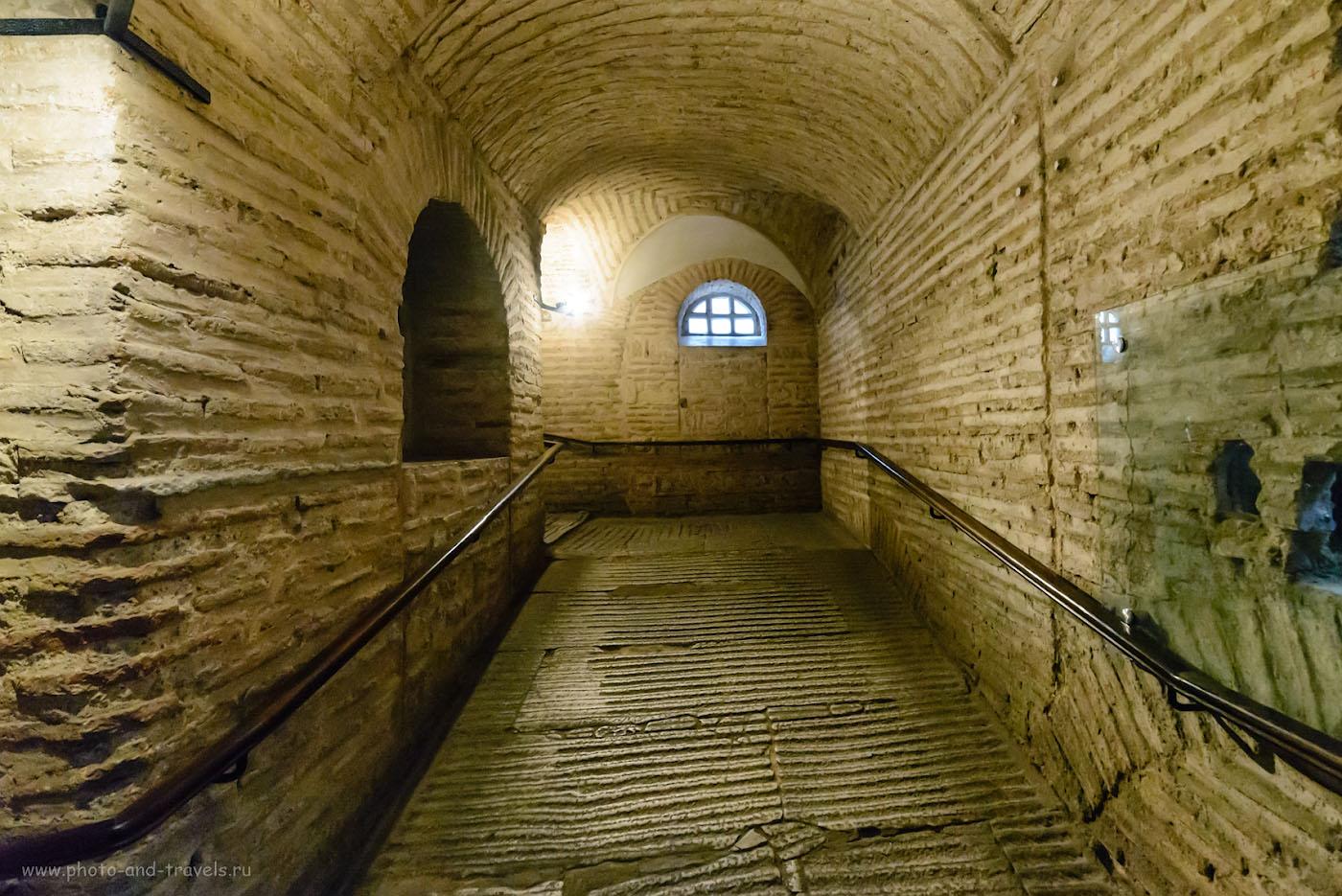 Фото 25. Коридор на второй этаж, в галерею Айя-Софии. Что мы успели посмотреть в Стамбуле за один день. 1/60, +1.0, 8063, 14.