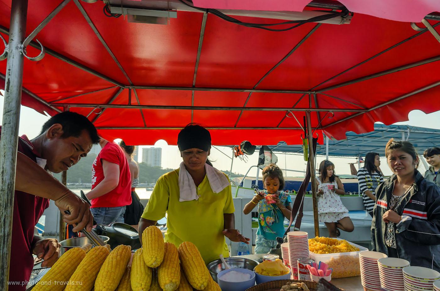 Фото 6. Уличная фотография, снятая на тушку Nikon D5100 и сверхширокоугольный объектив Samyang 14mm f/2.8. 1/800, 9.0, 200, 14.