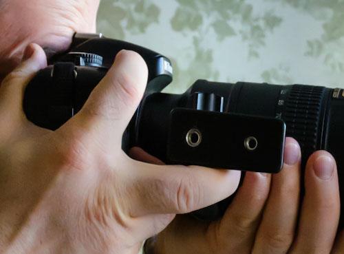 Фотография 39. С помощью штативной лапки можно прижать объектив к глазам.