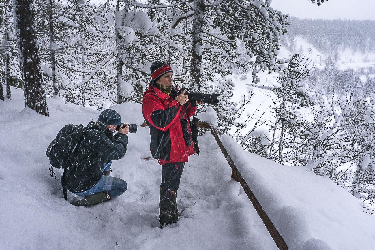 Фото 1. Съемки на плэнере. Справа Галина с камерой Nikon D610 + Nikon 70-200mm f/2.8 + Nikon TC-14E II. Слева – автор блога с фотоаппаратом Никон Д5200 и объективом Никон 17-55/2,8. Параметры съемки: f/16, 1/30, 100, ФР=22.