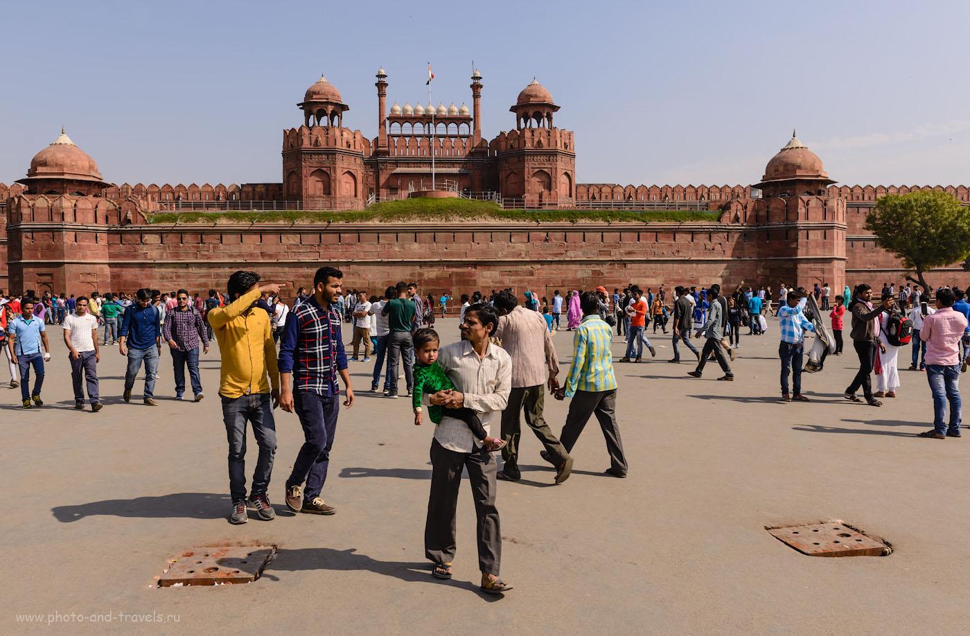 Фото 3. Площадь перед Красным фортом. Отзывы туристов об экскурсиях в Дели самостоятельно. Фотоаппарат Никон Д610 + Никон 24-70. Параметры съемки: 1/200, 9.0, 100, 28.