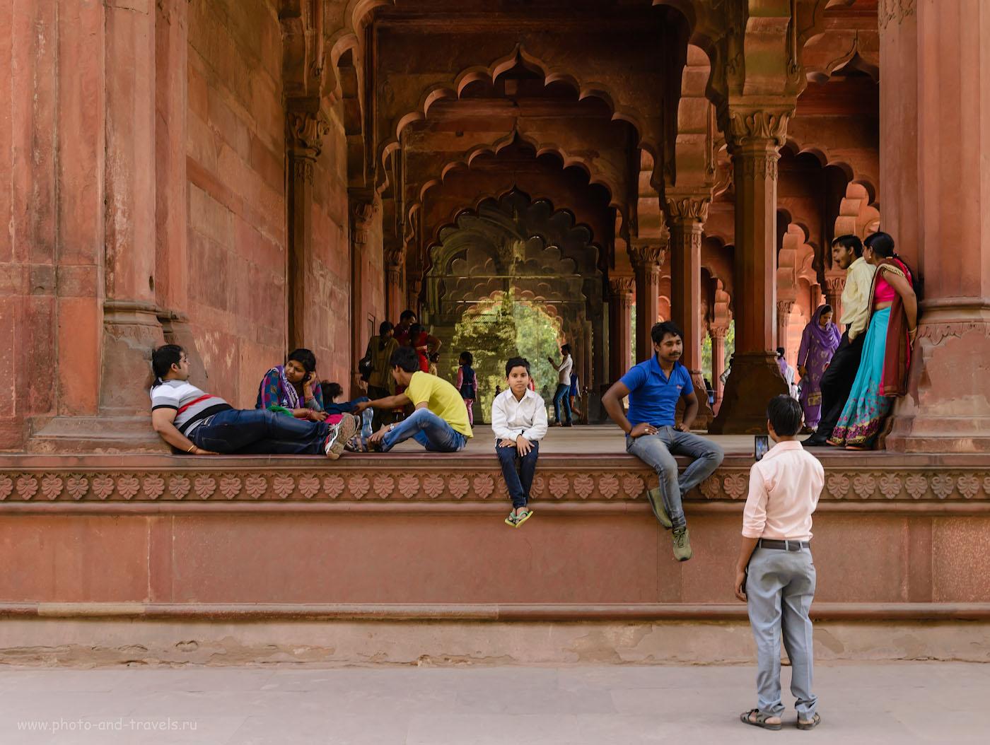 Фото 4. Туристы на территории Красного форта в Дели. Отчет о поездке в Индию в феврале 2017 года самостоятельно. 1/80, 7.1, 640, 34.