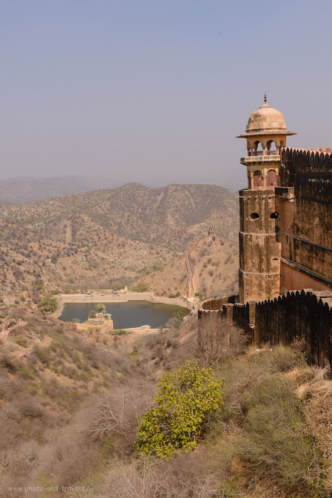 Фото 7. Вид на водохранилище со стен форта Джайгарх. Отчеты туристов о самостоятельных экскурсиях по «Золотому треугольнику Индии». 1/320, -0.33, 9.0, 100, 38.