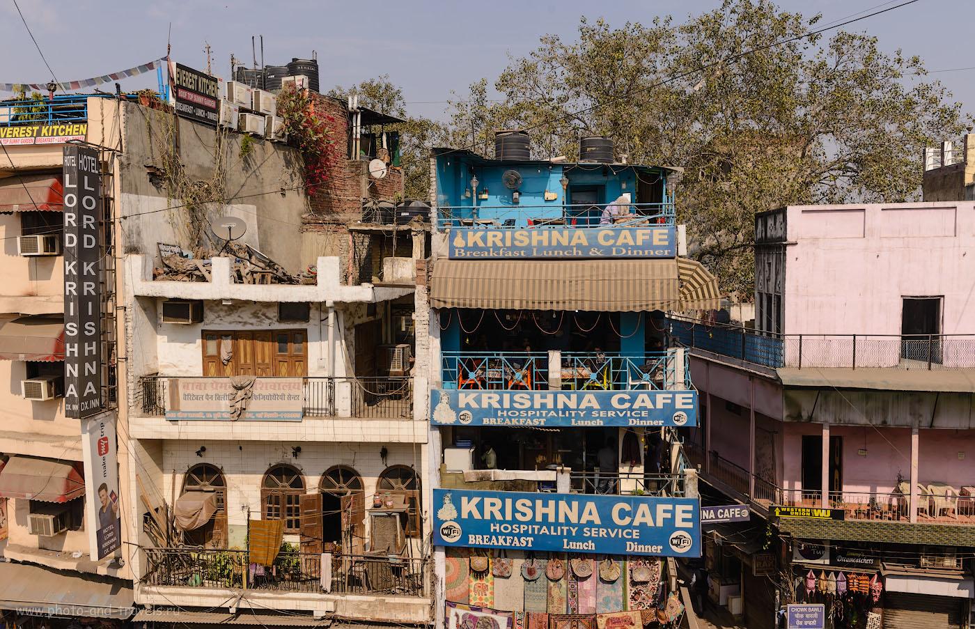 """Фото 2. Кафе """"Кришна"""" на улице Мэйн-Базар в Дели. Отчеты о самостоятельной поездке в Индию в феврале. Камера Никон Д610, объектив Никон 24-70/2,8. 1/400, -0.33, 8.0, 100, 29."""
