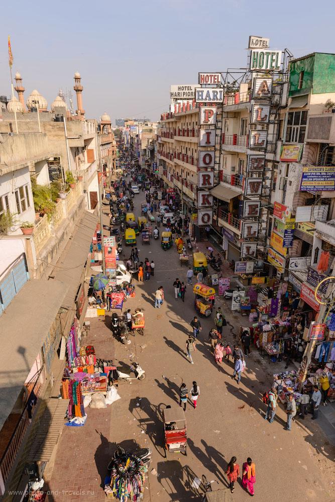 Снимок 26. Улица Мейн-Базар (Пахаргандж, Paharganj). Вид в сторону железнодорожного вокзала Нью Дели (New Delhi Railway Station). 1/200, -0.67, 9.0, 100, 24.