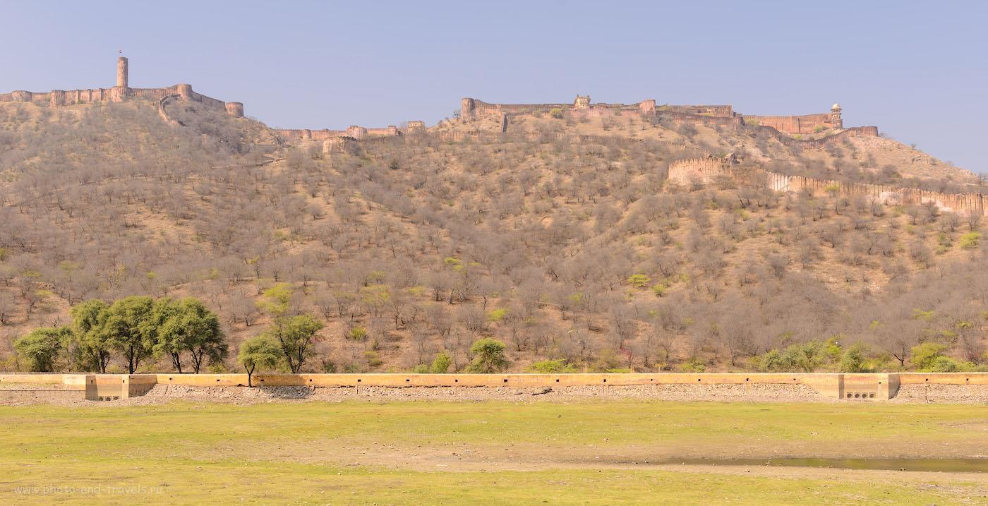 Фотография 2. Форт Джайгарх возвышается над крепостью Амер. Самостоятельная экскурсия в Джайпуре. 1/250, 8.0, 100, 36.