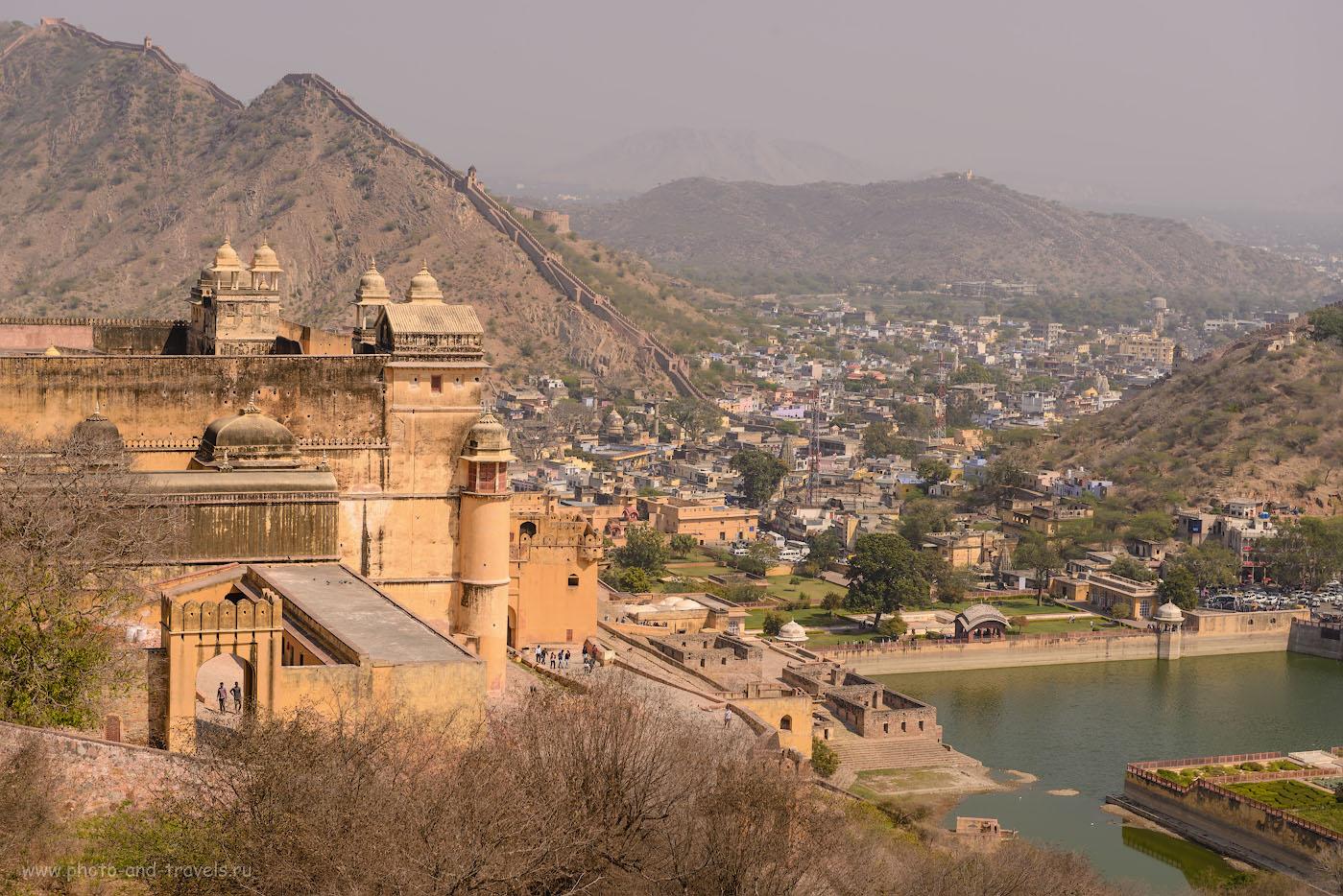 Снимок 15. Вид на форт Амбер. Позади - «Великая Китайская стена Индии». Отчеты о самостоятельных экскурсиях. 1/800, -0.67, 8.0, 100, 70.