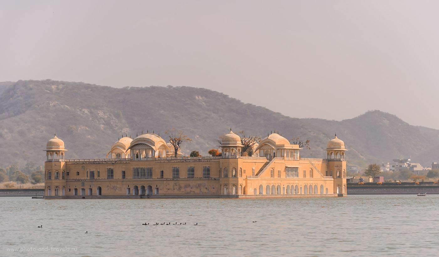 Фото 1. Дворец на воде Джал-Махал – жемчужина Джайпура. Самостоятельная поездка в Индию в феврале 2017. Камера Nikon D610 с объективом Nikon 70-200mm f/2.8G. Настройки: выдержка 1/1000, экспокоррекция 0EV, f/4.5, ISO 100, фокусное 116 мм.