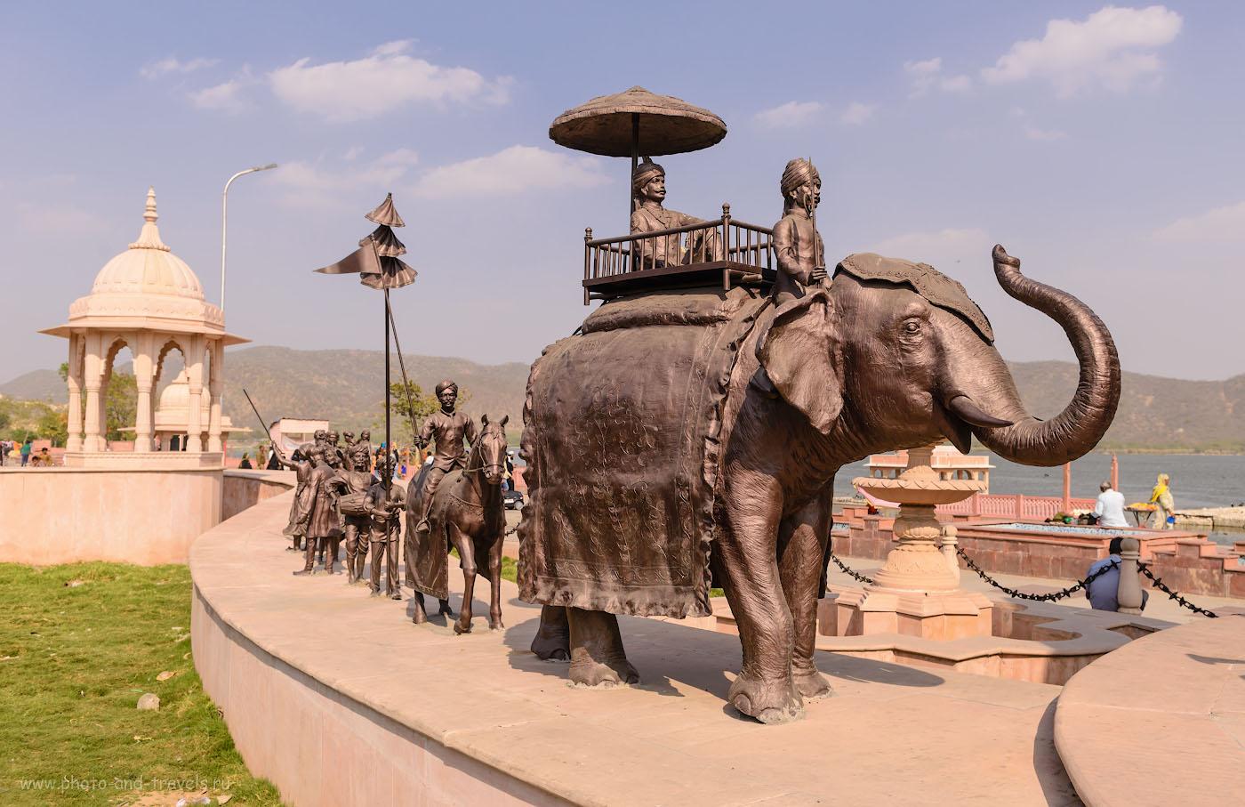 Фотография 2. Караван на берегу озера Мэн Сагар в Джайпуре. Отзывы туристов о поездке по Индии дикарями. Фотоаппарат Nikon D610, объектив Nikon 24-70mm f/2.8G. Параметры: 1/500, 5.6, 100, 29.