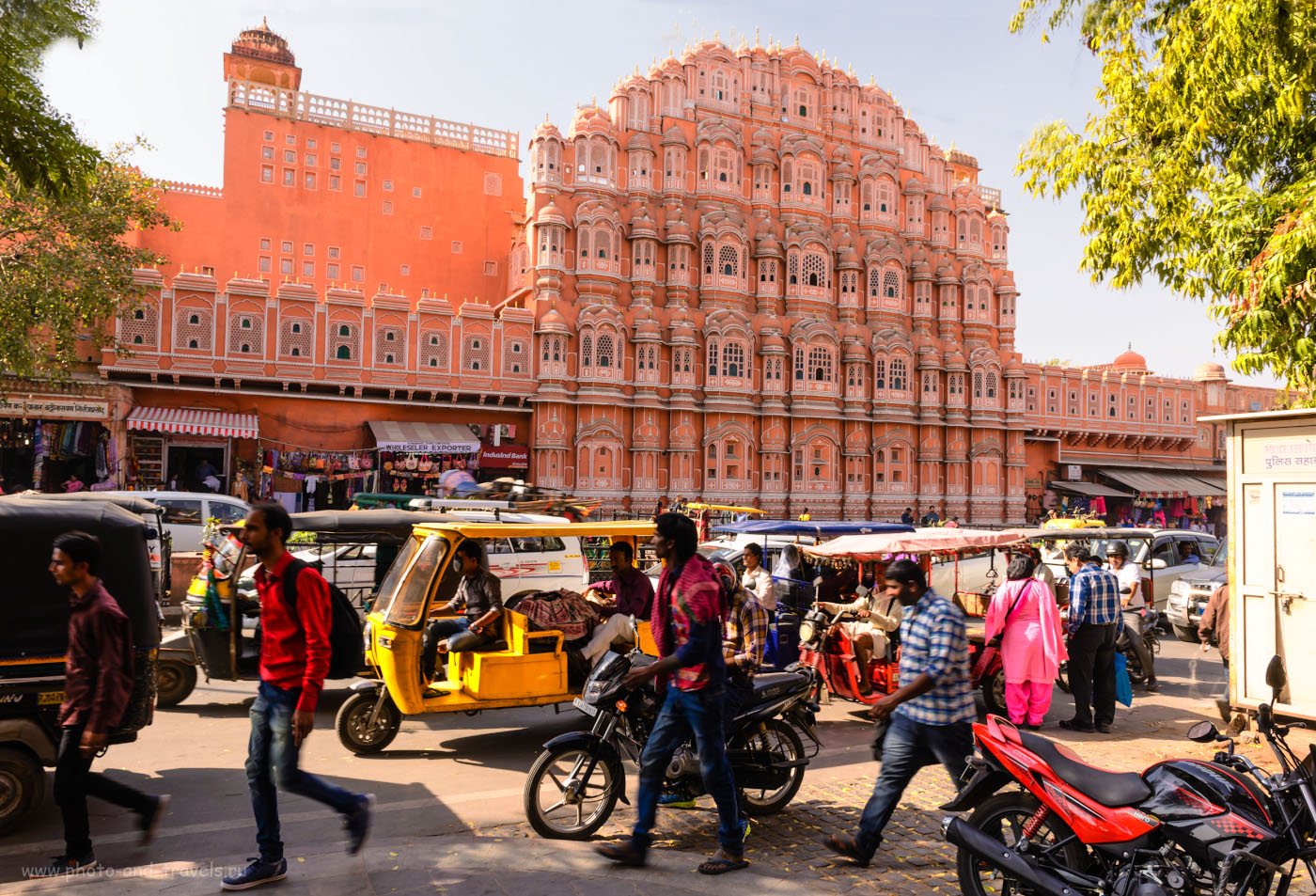 Фото 6. Дворец Хава-Махал в Джайпуре. Отзывы о самостоятельных экскурсиях по Золотому треугольнику Индии. 1/50, 11.0, 100, 24.