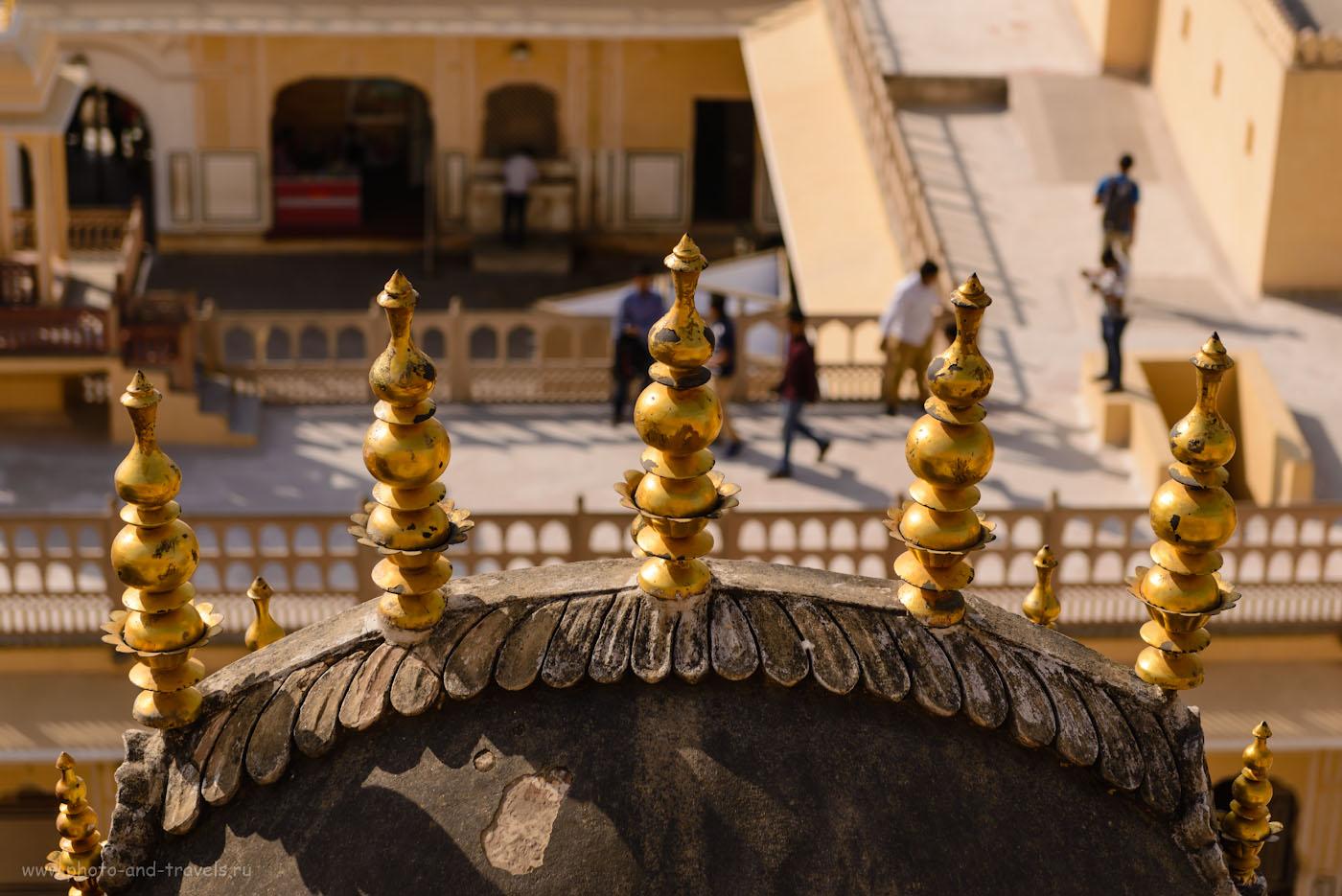 Фотография 15. Украшения на башенках Дворца ветров в Джайпуре. Поездка по Золотому треугольнику Индии. 1/1200, -0.67, 4.0, 100, 70.