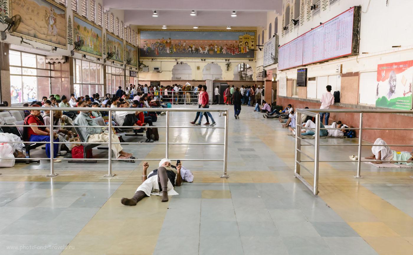 Фото 18. Зал ожидания на вокзале JaipurJunctionrailway station. Отзывы о поездках в Индию самостоятельно. 1/60, +0.67, 9.0, 4500, 29.