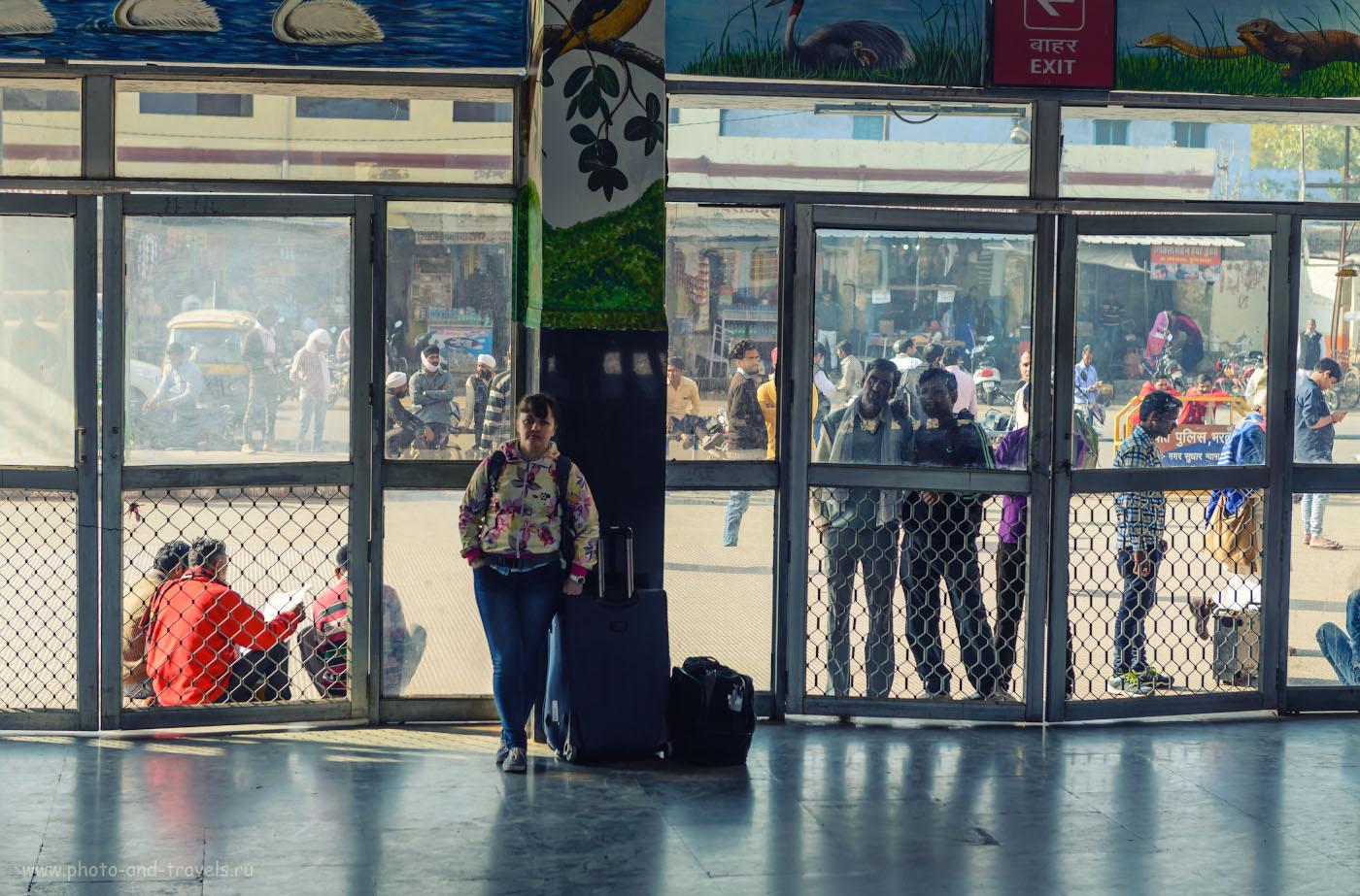 37. Сценка на вокзале в городе Бхаратпур. Отзывы туристов о самостоятельном отдыхе в Индии. 1/200, 4.5, 100, 70.