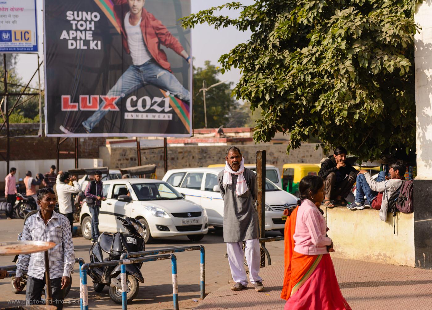 38. На вокзале в Бхаратпуре. Отчет о поездке на фотоохоту в парк Кеоладео. 1/1600, 3.2, 100, 70.