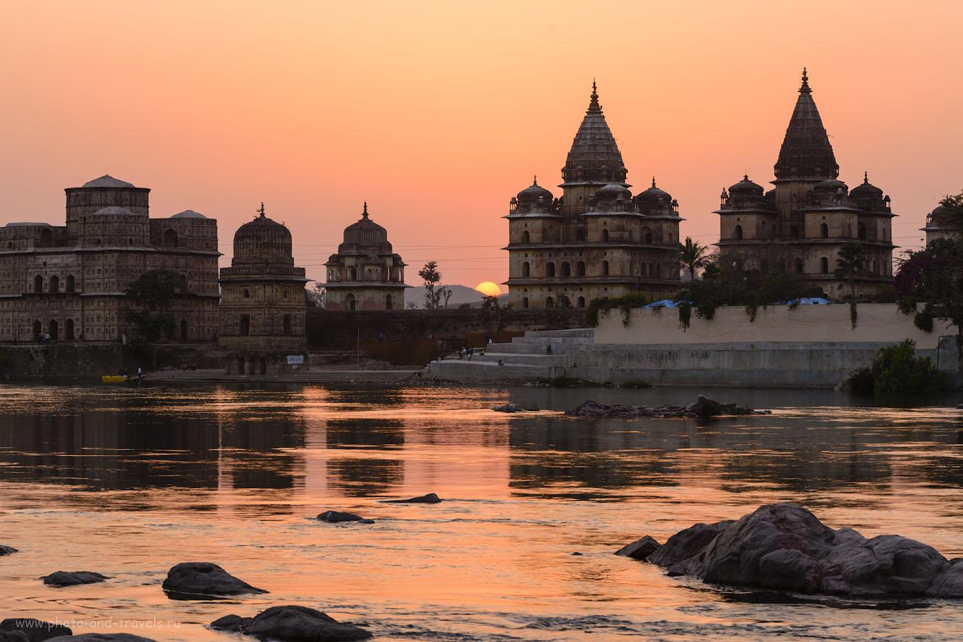 Фото 6. Кенотафы. Вечер в Орчхе. Отзывы туристов о самых красивых местах в Индии. Камера Nikon D610 + Nikon 24-70mm f/2.8 + штатив Sirui T-2204X. Параметры: 1/15, f/18/0, 100, 56.