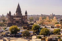 6. Nezabyvaemyj rassvet my vstretili na kryshe hrama CHaturbhudzh Mandir v Orchkhe. Skhema proezda iz Deli, Agry, Gvaliora i Dzhkhansi v Khadzhuraho.