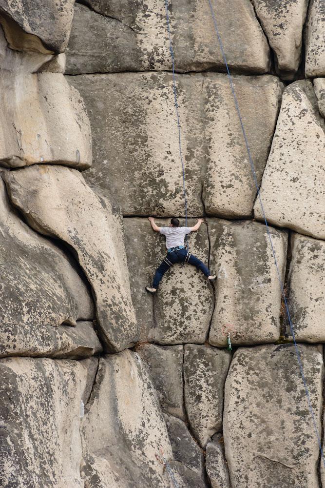 Фото 16. Одним движением кольца тревел-зум превращается из ширика в телевик. Человек-паук на скалах Аракульский Шихан. 1/640, -0.33, 8.0, 1100, 200.