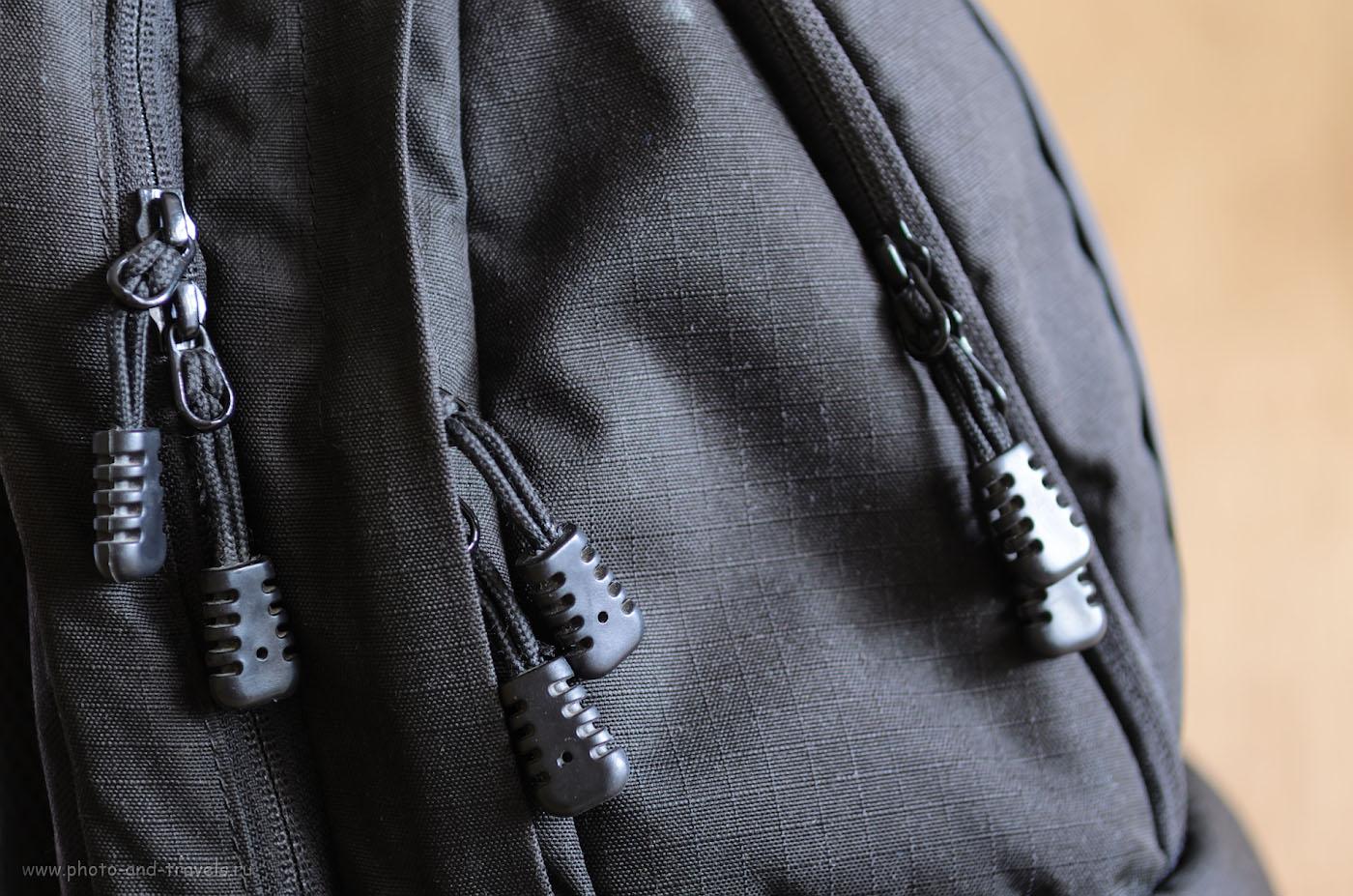 Фото 16. У фоторюкзака должны быть долговечные застежки, способные выдержать частые закрытия и раскрытия отсеков.