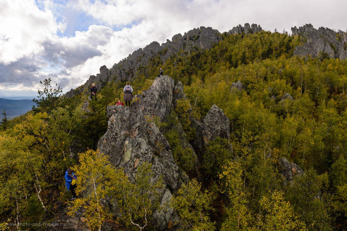 Фото 5. Туристы на вершине Двуглавой сопки. Отчет об однодневном походе по «Таганаю». 1/200, -2.0, 8.0, 100, 24.